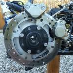 Le moyeu du panier est équipé d'un disque AR d'origine Ducati 1198 et de deux pinces de même origine...
