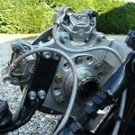 Le moyeu est équipé de roulements de Lancia Delta (pas faciles à trouver, merci Piton…) mais ils ont permis de garder visuellement et esthétiquement le concept mono-écou de la roue AR d'origine de la 1198...