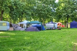 Le paddock, ce coup-ci est au camping municipal. Excellent !!! Un abri jardin, deux tentes, ça fait la maille !