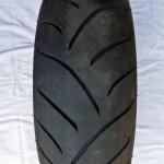 Juste pour l'état du pneu... Les photos des autres pièces de Multistrada 1100S de la liste arriveront en début d'année. Qu'on se le dise !